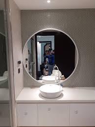 Sử dụng gương để khắc phục năng lượng xấu trong phòng tắm