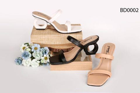 Những mẫu giày làm mưa làm gió tại xưởng sản xuất giày dép hiện nay